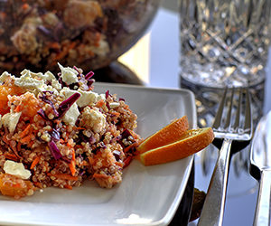 Frischer Quinoa-Rotkohl-Salat